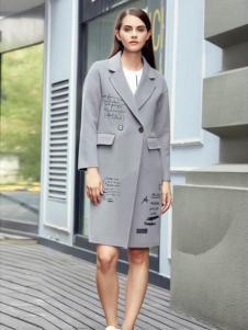 灿墨女装浅灰色字母大衣