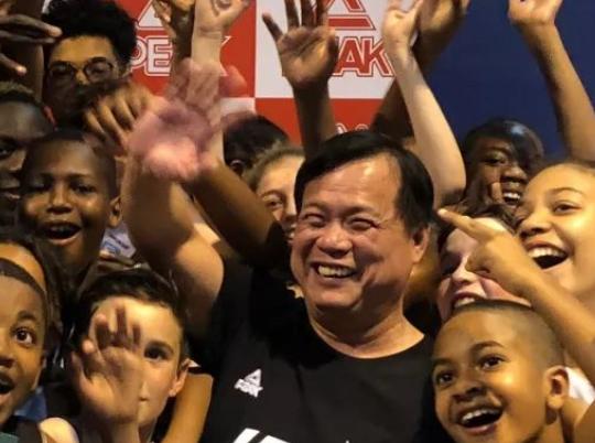 匹克体育董事长许景南:未来还会签约更多NBA球星
