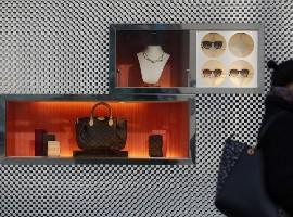 国内高收入人群如何获取奢侈品动态 或影响产品策略