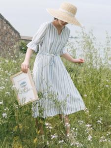 漞渡女装青色条纹连衣裙