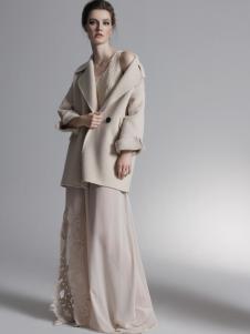 HON.B红贝缇18米色短款大衣