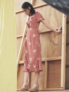 snidel女装粉色印花连衣裙