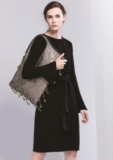 匹润女装黑色系带针织连衣裙