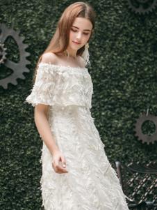 Ruby Fang女装白色一字肩羽毛订珠连衣裙