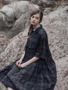 树生活女装黑色娃娃领连衣裙