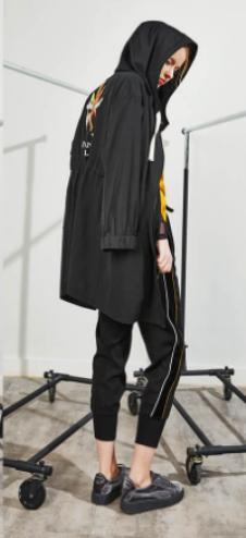 jessyline秋装黑色印花外套