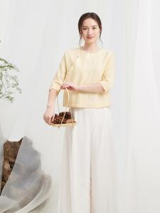 闲着女装杏色斜襟T恤