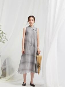 闲着女装灰色立领连衣裙