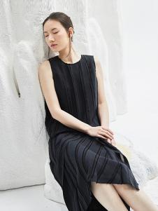 闲着女装黑色条纹连衣裙
