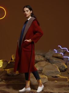 子容红色长款大衣