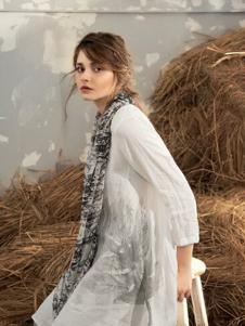 私人衣橱女装白色休闲连衣裙