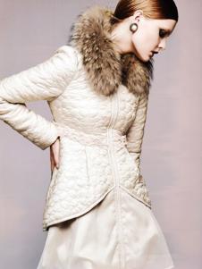 艾邑茨女裝白色修身棉衣