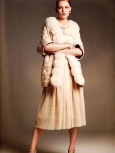 艾邑茨女裝白色五分袖棉衣