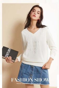 春美多女装白色字母T恤