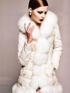 艾邑茨女裝白色寬松羽絨服