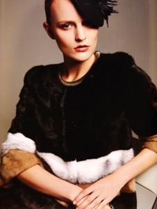 艾邑茨女裝黑色圓領棉衣