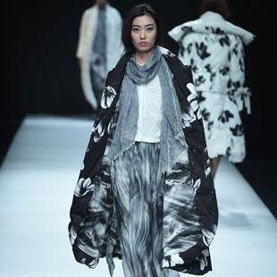 原创设计师羽绒服品牌加盟  E问女装不容错过!