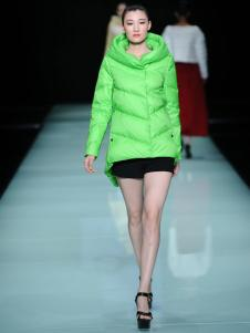 E问2018原创设计师绿色范羽绒服