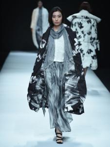 E问原创设计师品牌18新款羽绒服