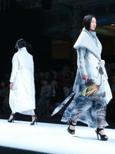 E问原创设计师品牌18时尚羽绒服
