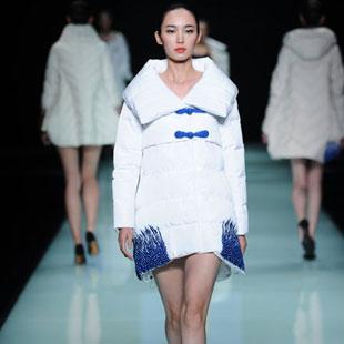 苏州E问羽绒服设计师品牌女装欢迎加盟考察!
