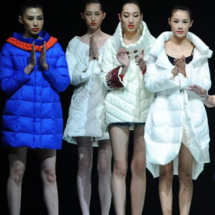 苏州E问设计师羽绒服品牌女装加盟当前广受关注!