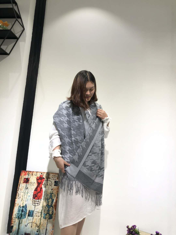 时尚女装围巾折扣供应