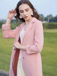 衣佰芬粉色大衣