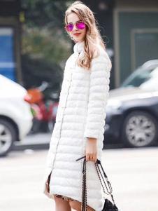 衣佰芬白色长款羽绒服