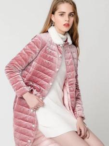 衣佰芬粉色羽绒服