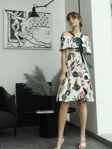 茜尔菲尼女装白色印花一字肩连衣裙