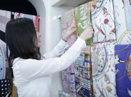 小村的设计师崔逸雯:打破刻板印象,做年轻人的丝巾