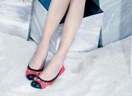 香港女鞋千百度股价大幅下跌 王府井终止参与其新股配售