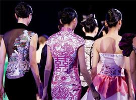 """""""高端定制""""时装成中国服装产业新亮点"""