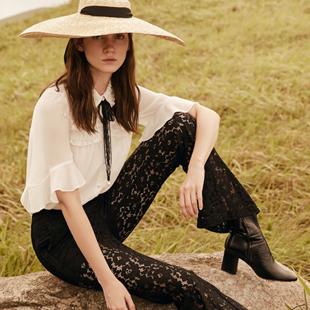 时尚简约摩登品质女装加盟就选季候风品牌女装!