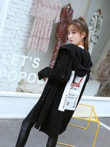 贝左女装黑色印花长款外套