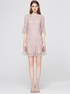 2018季候风新款粉色中袖连衣裙