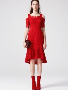 2018季候风女装红色漏肩连衣裙