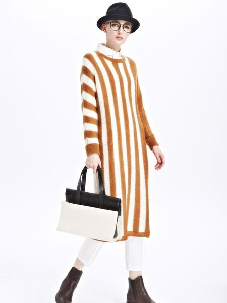 墨曲女装新品焦糖色白色条纹长款套头衫