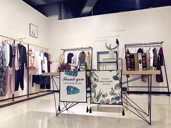 CSSPRING村上春女装店品牌旗舰店店面