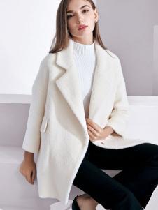 芮色女士白色大衣