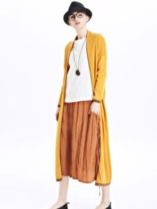 墨曲女装新品土黄色窗宽开衫套装