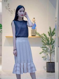 Lutino Luxe女裝白色時尚半身裙