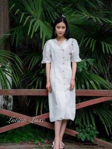 Lutino Luxe女裝白色寬松連衣裙