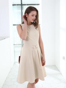 佳简衬橱女装杏色百褶连衣裙