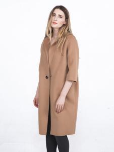 蔓瑞兰熙女装卡其五分袖大衣
