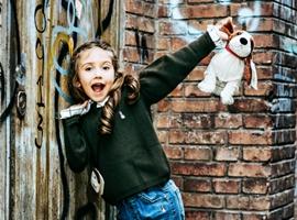 热烈祝贺中国服装网协助内蒙古鄂尔多斯刘总成功签约暇步士童装!