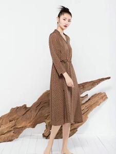 莫名女装棕色长袖连衣裙