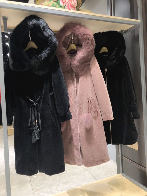 品牌折扣女装羊剪绒大衣的特点有哪些