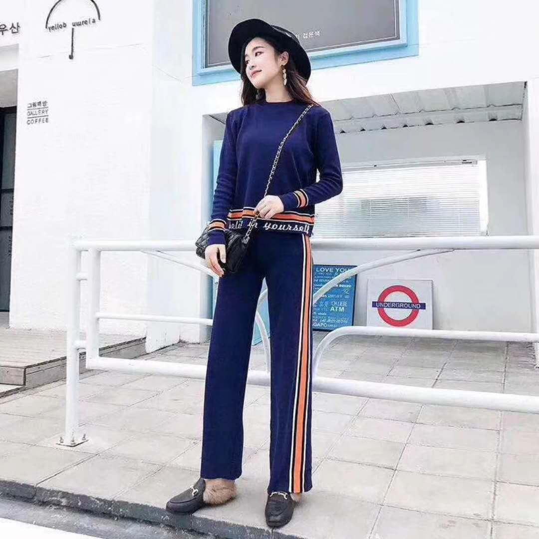 2018时尚针织女式服装供应
